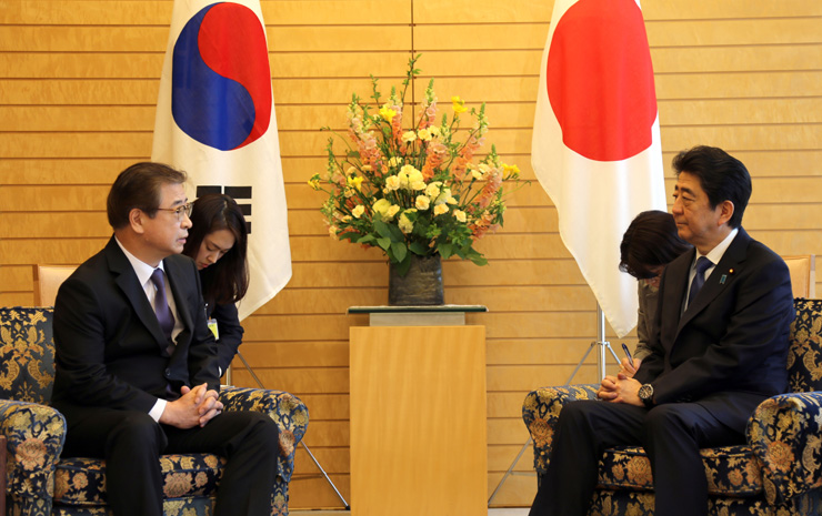 President Moon Jae-in speaks with Japanese Prime Minister on the phone on March 16 to discuss the latest developments with North Korea. / Yonhap