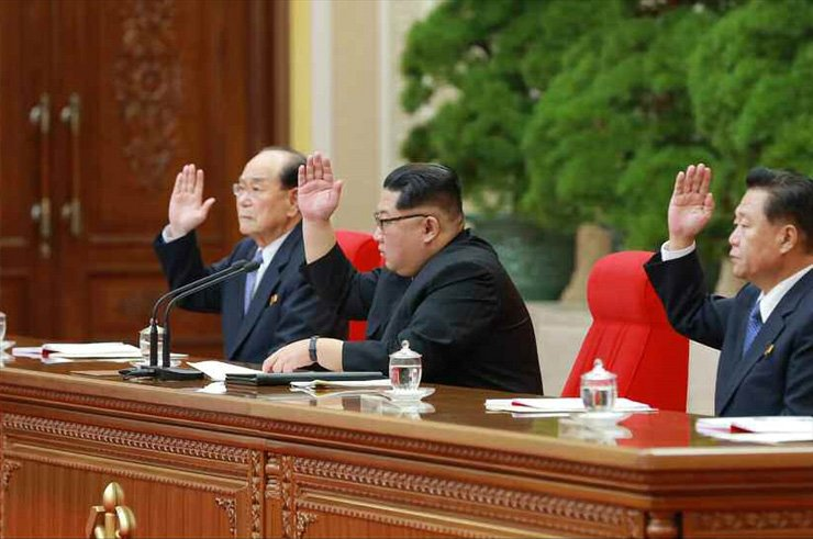 North Korean leader Kim Jong-un, center, presides over the third plenary meeting of the ruling Workers' Party's Seventh Central Committee, April 21. He vowed to put his priority on the country's economy while suspending nuclear tests after simultaneously pursuing economic development and nuclear program for years. / Yonhap