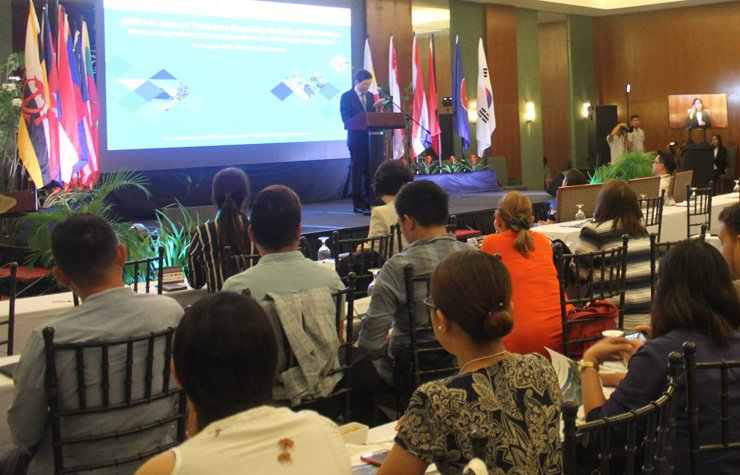 ASEAN-Korea Centre Secretary General Lee Hyuk delivers an opening speech during the ASEAN-Korea Tourism Capacity Building Workshop at Princesa Garden Island Resort and Spa in Palawan, the Philippines, Aug. 24. / Korea Times photo by Yi Whan-woo