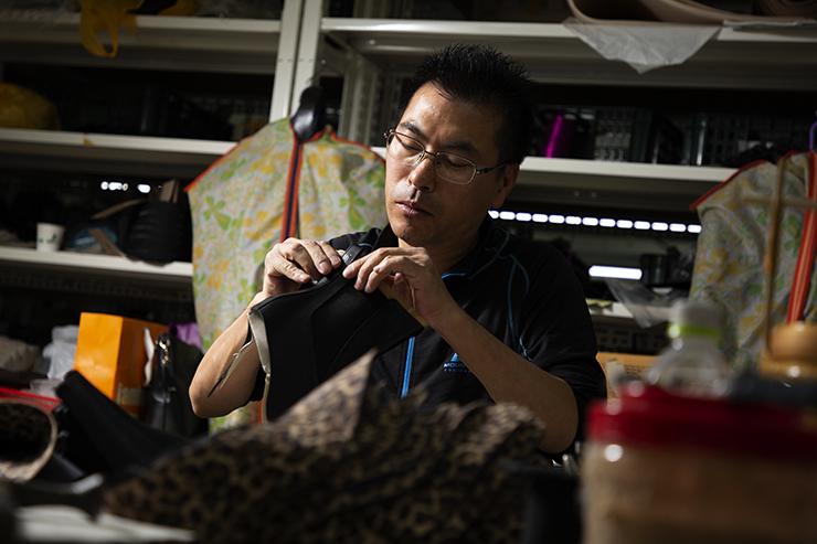 A worker makes leather shoes at one of Seongsu's 300 shoemaking factory workshops, Monday. This factory supplies its shoes to Kolon, a brand better known for outdoor apparel. / Korea Times photo by Choi Won-suk