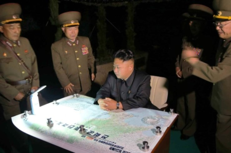 North Korea's state media said on Sunday that North Korean leader Kim Jong-un personally directed a rocket test launch ahead of the 61st anniversary of the signing of an armistice that ended the Korean War (1950-53), which fell on Sunday. While the Rodong Shinmun did not indicate when and where the launch took place, South Korean officials linked the report with North Korea's firing of a short-range ballistic missile into the East Sea on Saturday. /Yonhap