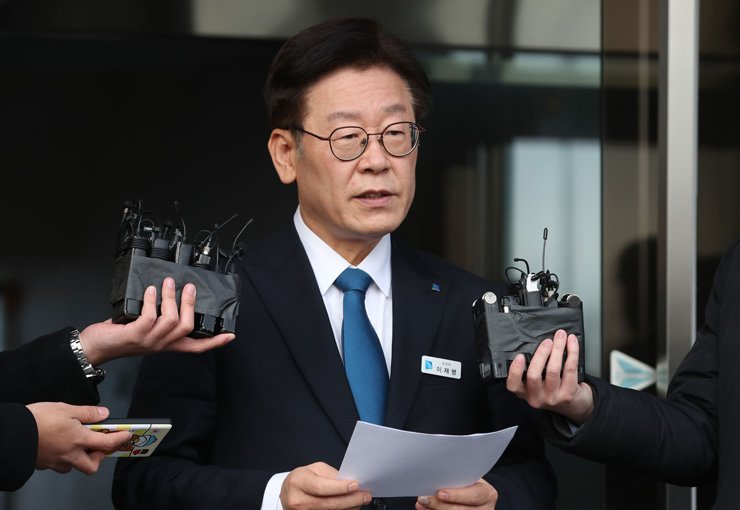 Gyeonggi Province Governor Lee Jae-myung speaks to the press in front of his office in Suwon, Gyeonggi Province, Tuesday, after the prosecution announced it had indicted him for alleged violations of the Election Law during the local election campaign in June, and abuse of power. /Yonhap