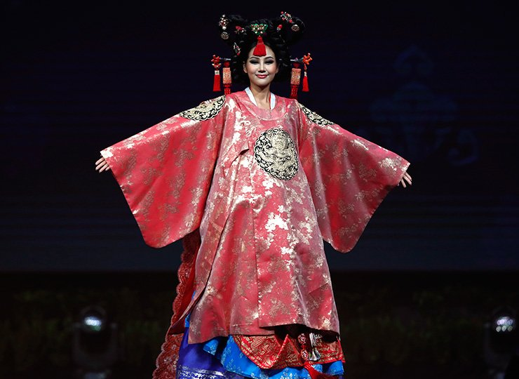 Miss Universe Korea Baek Ji-hyun poses in her national costume during the Miss Universe 2018 national costume contest at Nongnooch International Convention and Exhibition Center in Pattaya, Chonburi province, Thailand, Dec. 10. Women representing 94 nations participate in the 67th beauty pageant Miss Universe 2018 which will be held in Bangkok on Dec. 17. EPA