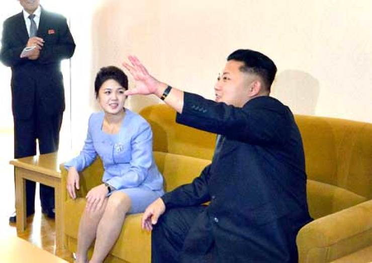 North Korean leader Kim Jong-un speaks as his wife Ri Sol-ju looks on during a ceremony to mark the completion of houses built for professors in Pyongyang, Wednesday. Ri made her first public appearance since Sept. 15. Yonhap