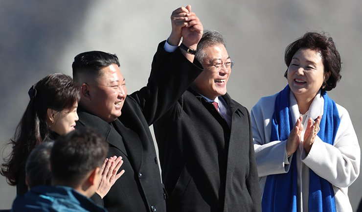 North Korean leader Kim Jong-un, second from left, and South Korean President Moon Jae-in pose with North Korean first lady Ri-Sol-ju, left, and her South Korean counterpart Kim Jung-sook next to them at Changgun-bong, the peak of Mount Paekdu, Thursday morning. Joint Press Corps