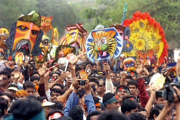 People participating in the 'Procession for well-being' (Mangal Shovajatra) on Bangla New Year / Embassy of Bangladesh