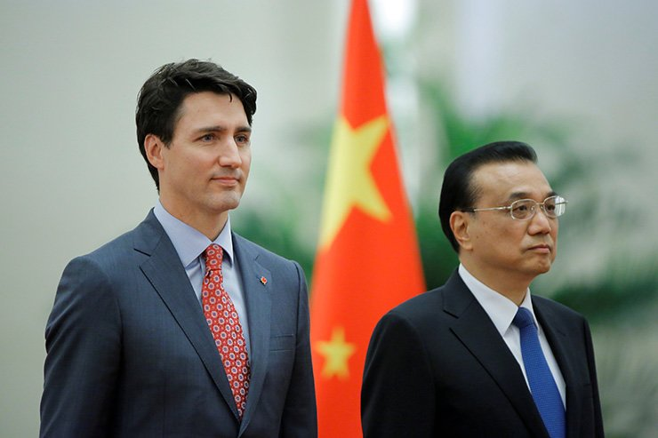 Canadian Prime Minister Justin Trudeau and Chinese Premier Li Keqiang attend a welcoming ceremony at the Great Hall of the People in Beijing, China, Dec. 4, 2017. Reuters