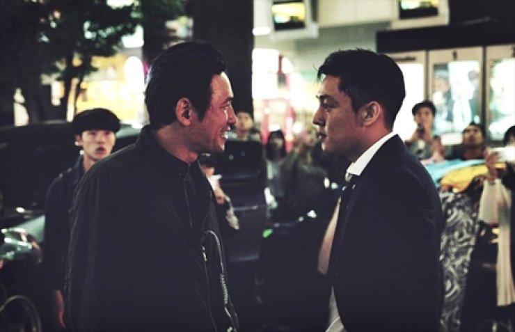 Hwang Jung-min, left, and Yoo Ah-in from 'Veteran'