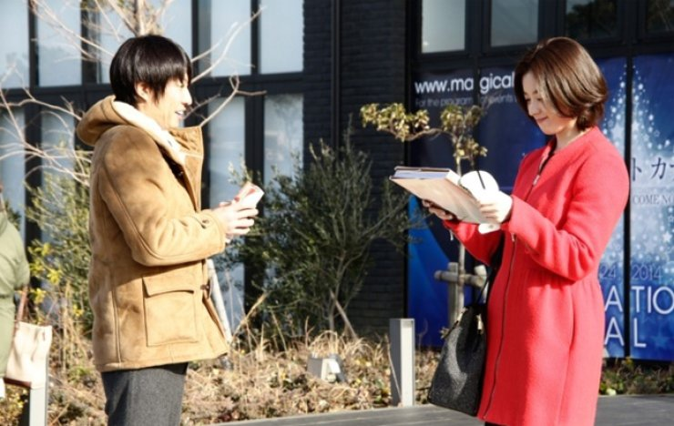 Han Hyo-joo, right, from 'Clumsy Love' / Courtesy of Naver blog