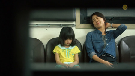 Kim Hee-ae in a scene from 'Mrs. Cop' / Screen capture from YouTube