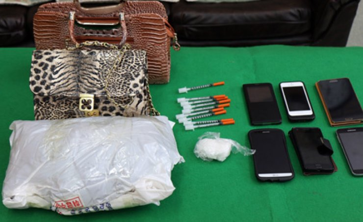 Police acquired pilophon in a white bag, hand bags used to carry the drug, syringes and mobile phones used in dealing the drug. / Yonhap