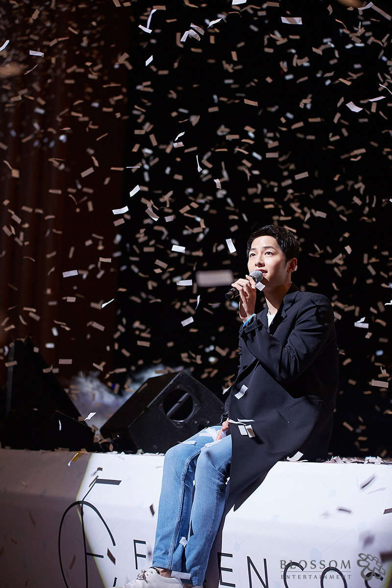 Song Joong-ki greets 4,000 fans at Kyung Hee University Grand Palace in Seoul, Sunday. / Courtesy of Blossom Entertainment