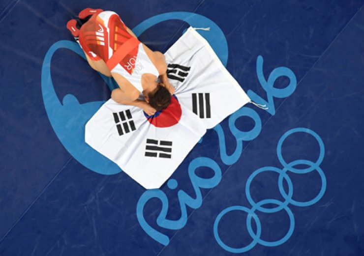 Bronze medal wrestler Kim Hyun-woo will carry South Korea's flag at the closing ceremony, Sunday. / Yonhap