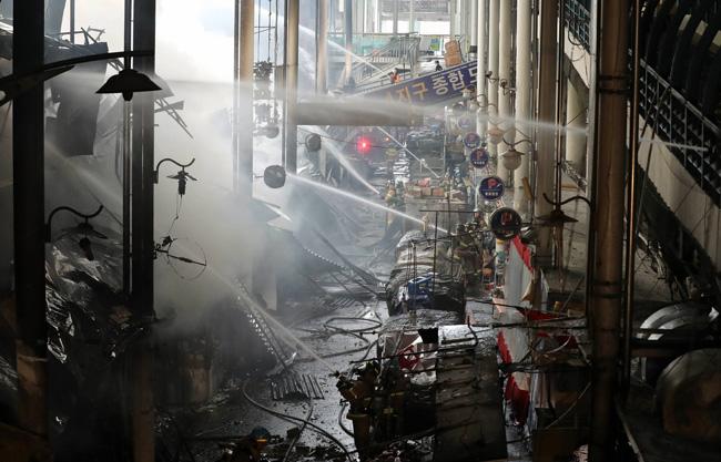 Fire rages at Daegu's Seomun Market ablaze biggest traditional market at dawn on Wednesday. / Yonhap