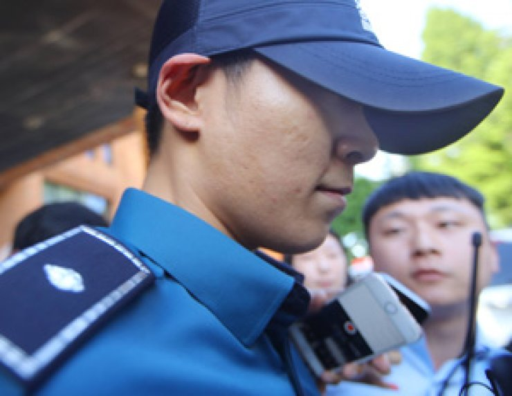 Choi Seung-hyun leaves Gangnam Police Station in Seoul on June 5 after his mandatory military service as a conscripted policeman was put on hold following a drug charge. / Yonhap