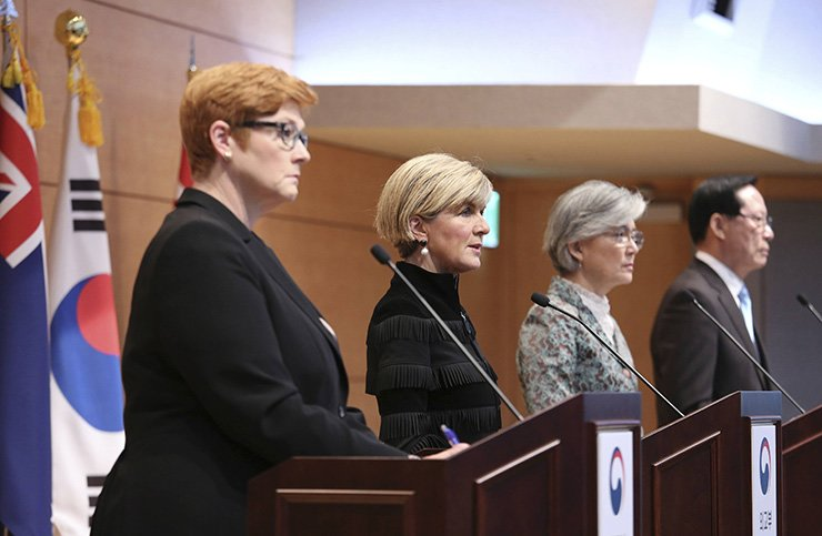 From left, Australian Defense Minister Marise Payne, Foreign Minister Julie Bishop, South Korean Foreign Minister Kang Kyung-wha and Defense Minister Song Young-moo attend a press conference at the Foreign Ministry in Seoul, Oct. 13. / AP-Yonhap