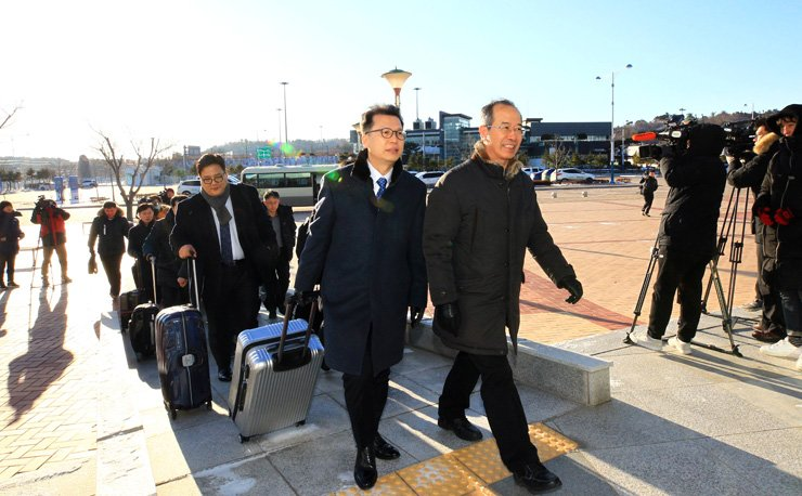 A South Korean delegation leaves for Pyongyang on Tuesday to inspect the venues where two Koreas will hold joint cultural and sports events to celebrate the 2018 PyeongChang Winter Olympics held next month. / Yonhap