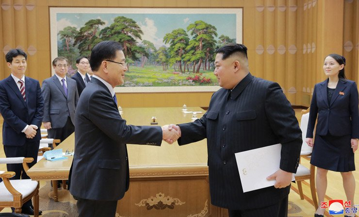 National Security Office chief Chung Eui-yong, left, shakes hands with North Korean leader Kim Jong-un at an unidentified location on Monday in this photo released early Tuesday by the Korean Central News Agency.
