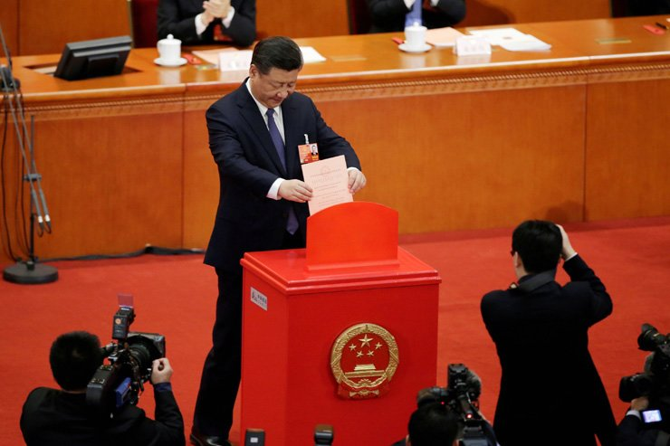 Chinese President Xi Jinping drops his ballot, during a vote on a constitutional amendment lifting presidential term limits, at the third plenary session of the National People's Congress at the Great Hall of the People in Beijing, China on Mar. 11. / Reuters-Yonhap