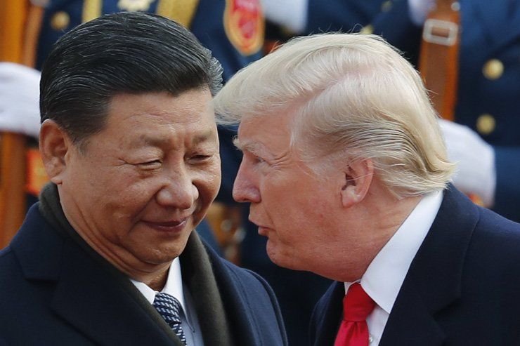 In this Nov. 9, 2017, photo, U.S. President Donald Trump, right, talks to Chinese President Xi Jinping during a welcome ceremony at the Great Hall of the People in Beijing. / AP-Yonhap