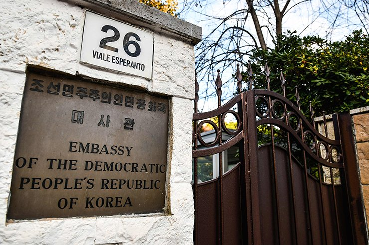 The entrance to North Korea's embassy in Italy is pictured on January 3, 2019 in Rome. - North Korea's top diplomat in Italy has sought asylum and gone into hiding, Seoul lawmakers told reporters after a closed-door meeting with South Korean intelligence officials on January 3. AFP