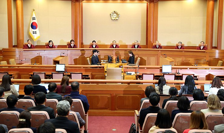 In a historic decision, the Constitutional Court Thursday ruled that the 66-year-old anti-abortion law is 'unconstitutional.' Yonhap