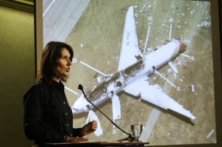 Deborah Hersman, the head of the National Transportation Safety Board, explains the result of investigation into the Asiana Airlines jet crash in San Francisco, Thursday (local time). Yonhap