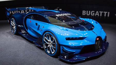 bugatti starts engine on world 39 s fastest car. Black Bedroom Furniture Sets. Home Design Ideas