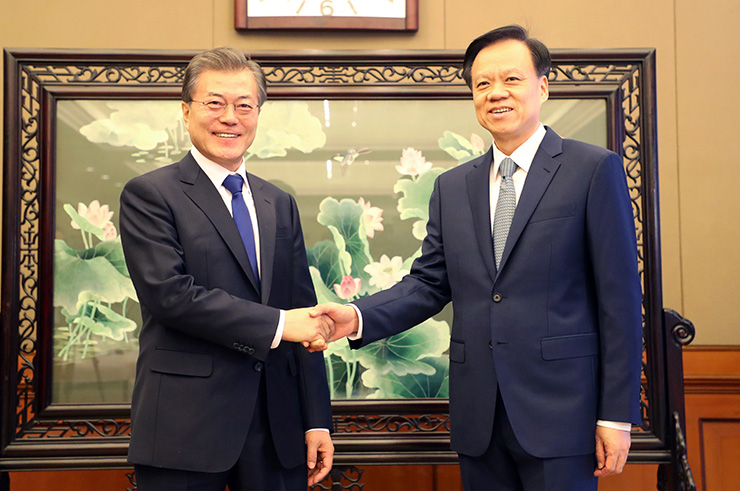 Moon calls for joint economic expansion between South Korea, China