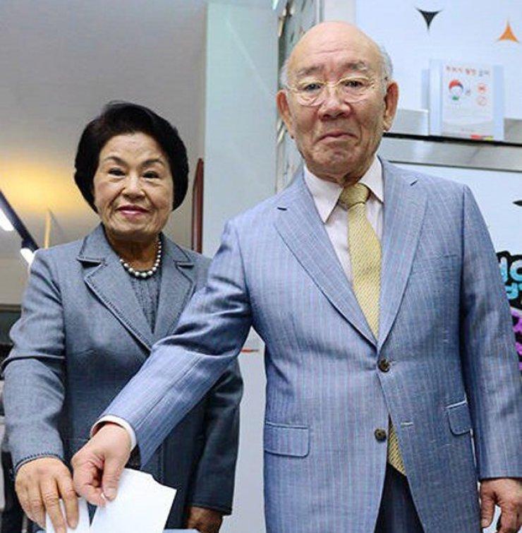 Ex-President Chun Hit For Playing Golf Amid Alzheimer's Claim