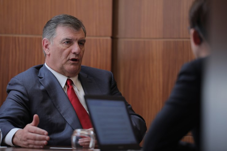 Dallas Mayor Mike Rawlings speaks in an interview with The Korea Times at Conrad Seoul last week. / Courtesy of Synergy Hill and Knowlton Strategies