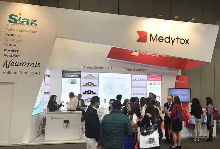 Medytox sets up a booth at the 35th Reunion Anual de Dermatologos Latinoamericanos (RADLA), the largest gathering of dermatologists in Latin America, in Bogota, Columbia. Korea's largest botulinum toxin and dermal fillers maker took part in the RADLA from May 26 to 29, attracting tens of thousands of visitors interested in its anti-wrinkle products and other cosmetics. / Courtesy of Medytox