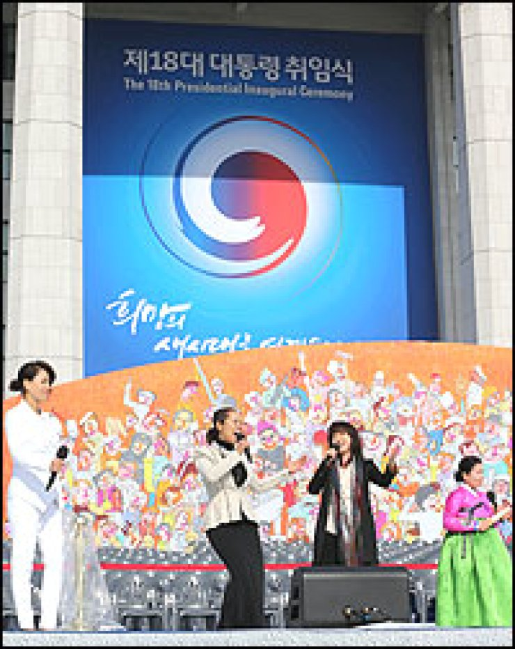 Pop singer Insooni, center, and other singers rehearse for the 18th presidential inauguration scheduled for Monday at the National Assembly in Seoul, Sunday. Yonhap