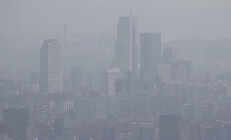 Fine dust has filled up the sky in Seoul, Tuesday. / Yonhap
