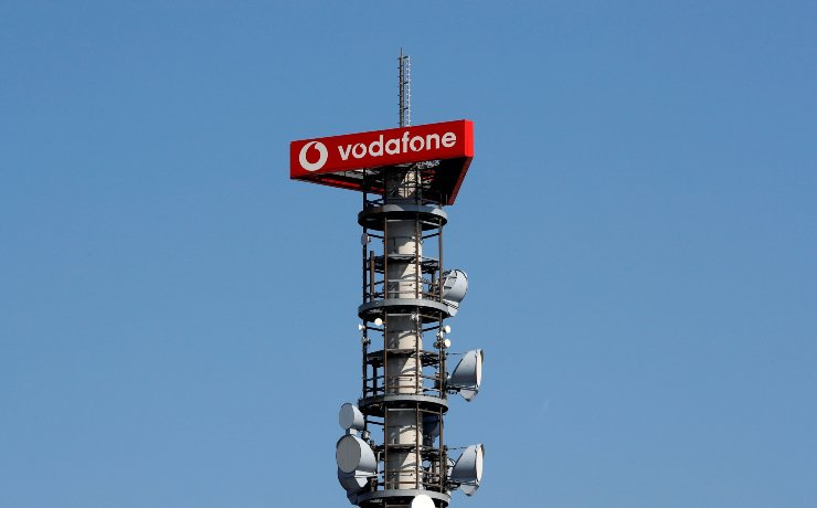 Different types of 4G, 5G and data radio relay antennas for mobile phone networks are pictured on a relay mast operated by Vodafone in Berlin, Germany April 8, 2019. / Reuters-Yonhap