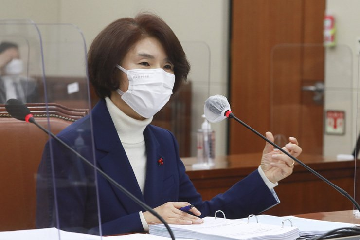 Environment Minister nominee Rep. Han Jeoung-ae of the ruling Democratic Party of Korea speaks during her confirmation hearing at the National Assembly Environment and Labor Committee, Wednesday. Han said she would make efforts to help the nation become carbon neutral by 2050. Yonhap