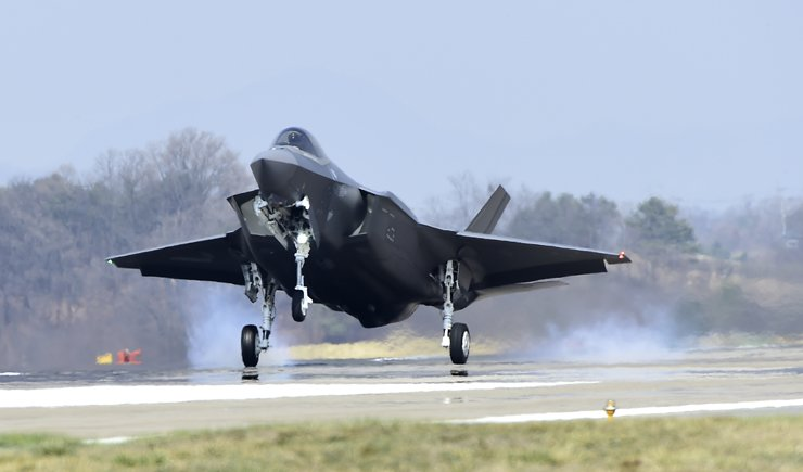 An F-35A stealth fighter jet arrives at an air base in Cheongju, North Chungcheong Province, March 29. Courtesy of Defense Acquisition Program Administration