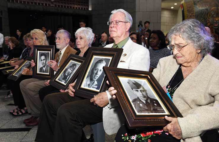 Bereaved family members of U.S. soldiers who were killed or went missing during the 1950-53 Korean War attend a memorial ceremony at the War Memorial of Korea in Yongsan, Seoul, Tuesday. They were given framed oil paintings of the soldiers. Korea Times photo by Bae Woo-han