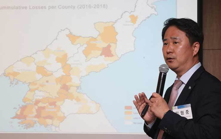 Lim Hyoung-joon, the head of the World Food Programme's Korea Office, gives a presentation about the food situation in North Korea at a forum hosted by the Korea Institute for National Unification at the Koreana Hotel in Seoul, May 30. Yonhap