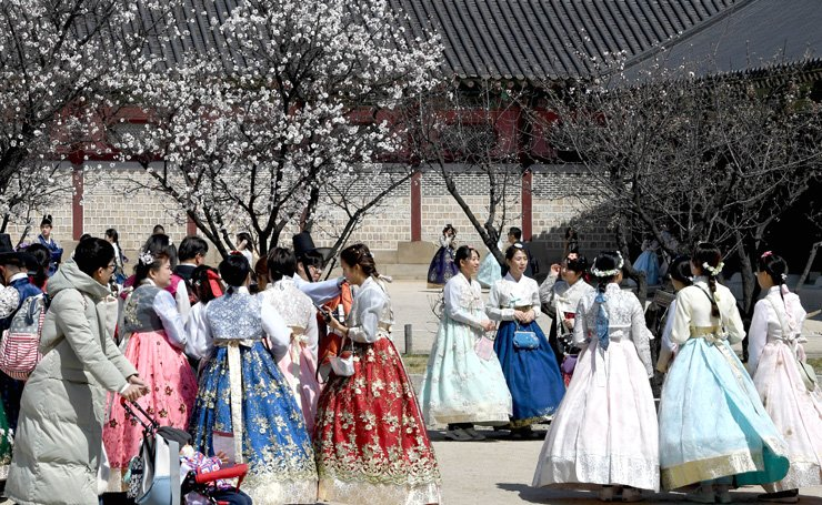 Some 3.03 million foreigners visited Seoul from January to March this year, recording the largest number of visitors in the first quarter of a year. / Korea Times photo by Seo Jae-hoon