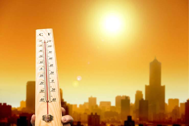 Two people died and 855 were treated for heat exhaustion at 508 emergency rooms across the country as of Monday morning, according to the Ministry of the Interior and Safety and the Korea Centers for Disease Control and Prevention. / Gettyimagebank