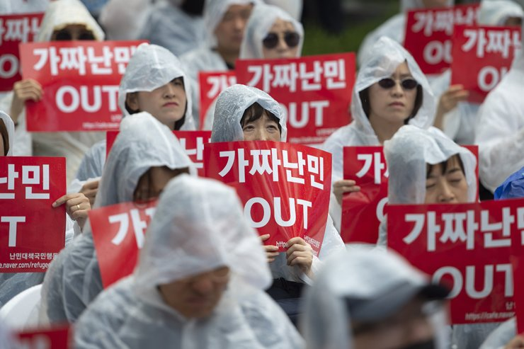 Citizens protest against the government's granting of humanitarian stay permits for asylum seekers in downtown Seoul, Sep. 16. / Korea Times photo by Choi Won-suk