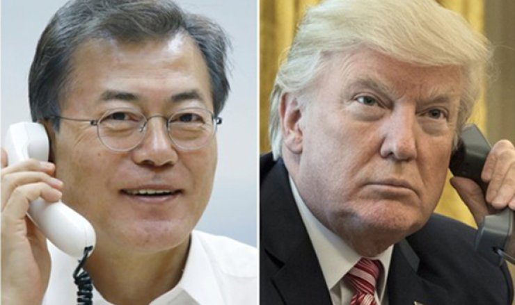 President Moon Jae-in accepted U.S. President Donald Trump's invitation to a G7 summit slated for later this year during their phone conversation on Monday.