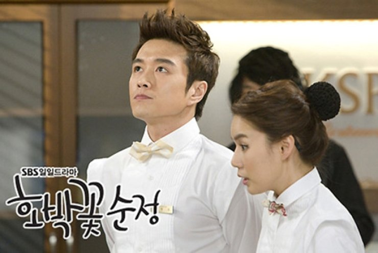 Zin Tae-hyun, left, and Park Si-eun in a scene from TV series 'Pure Pumpkin Flower' (2010)
