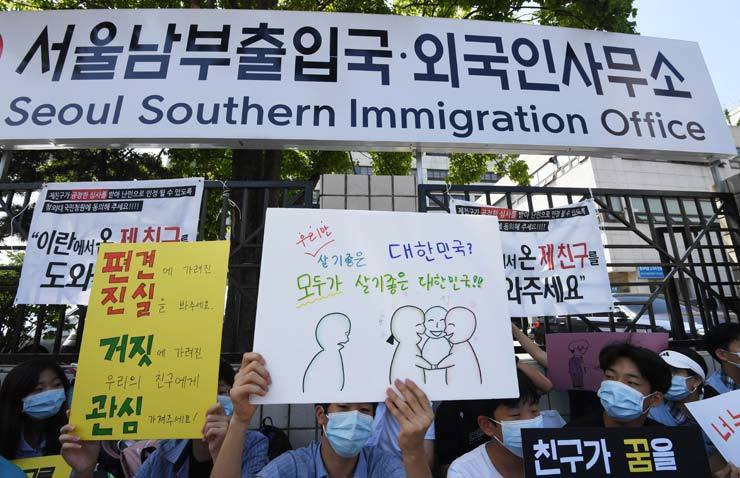 The government will no longer allow illegal immigrants to leave the country immediately when they voluntarily appear at an airport or harbor, a measure aimed at preventing illegal aliens from fleeing after committing a crime here, according to the Ministry of Justice, Sunday. / Korea Times file
