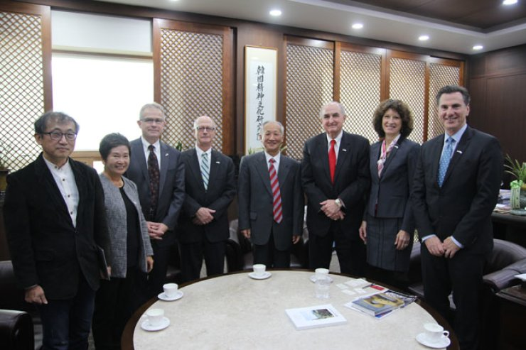 Indiana University President Michael A. McRobbie, third from right, poses with Academy of Korean Studies President Lee Ki-dong, center, and his delegation at Lee's office in Seongnam, Gyeonggi Province, Dec. 5. / Courtesy of Indiana University