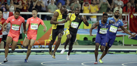 Japanese sprinters Ryota Yamagata, Shota Iizuka, Aska Cambridge and Yoshihide Kiryu after winning the silver medal in the men's 4x100-meter relay final at the Olympic Stadium in Rio de Janeiro on Saturday. / AP-Yonhap