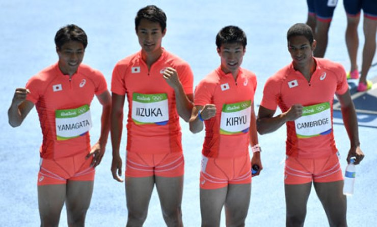 Japanese sprinters Ryota Yamagata, Shota Iizuka, Yoshihide Kiryu and Aska Cambridge after winning the second heat of the men's 4x100-meter relay at the Olympic Stadium in Rio de Janeiro, Brazil, Thursday. / AP-Yonhap