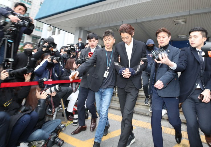 Singer Jung Joon-young is sent to Seoul Central District Prosecutors' Office from Jongno Police Station at 7:48 a.m., Friday. / Yonhap