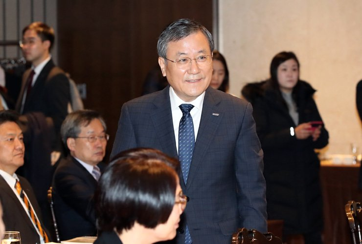 Korea Advanced Institute of Science and Technology (KAIST) President Shin Sung-chul attends the board meeting at the Eltower in Yangjae-dong, southern Seoul, Friday. / Yonhap